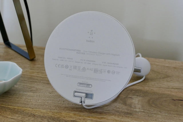 belkin boost charge 3 in 1 magsafe wireless charger underside